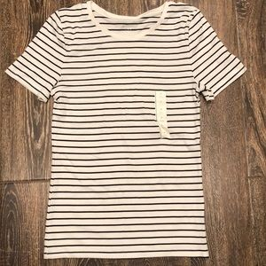 NWT a new day Short Sleeve Top Size M